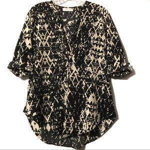 Renee C black tan abstract split neck blouse M